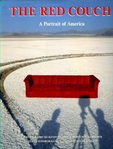 Clarke et Wackerbarth The red couch a portrait of America - ISBN 0912383054.