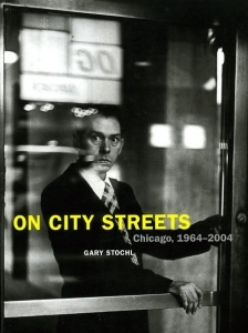 Stochl Gary On city streets, Chicago 1964 - 2004 - ISBN 1930066376.