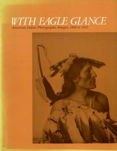 Collectif With eagle glance American Indian photographic images 1868 to 1931 - ISBN 0934490392.