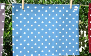 Rectangular place mat, white stars on blue ground plastified linen