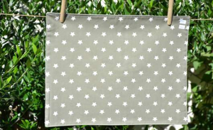 Rectangular place mat, white stars on mastic ground plastified linen