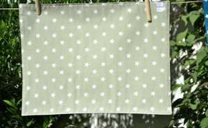 Rectangular place mat, white stars on pistache light green ground plastified linen
