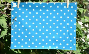 Rectangular place mat, white stars on turquoise blue ground plastified linen