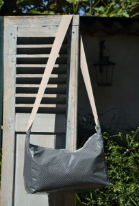 Shoulder bag, white dotted on grey ground plastified linen