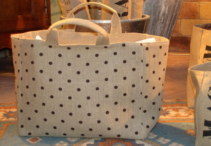 Mid-size carrier bag , chocolate polka-dot printed linen