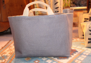 Mid-size carrier bag, white dotted on grey ground printed linen