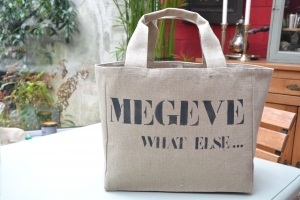 Customised mid-size carrier bag