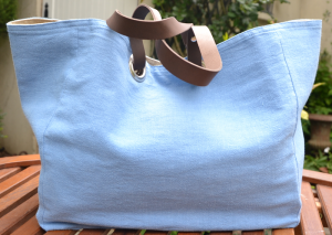 Mid-size carrier bag  leather handles, washed linen, Jean blue