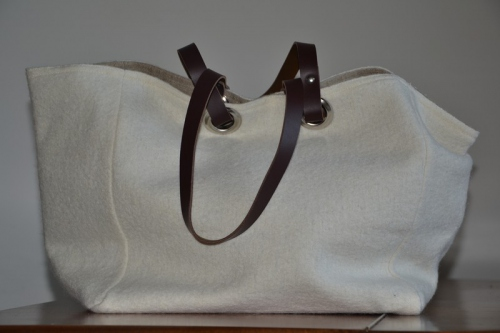 Mid-size carrier bag  leather handles, white boiled wool