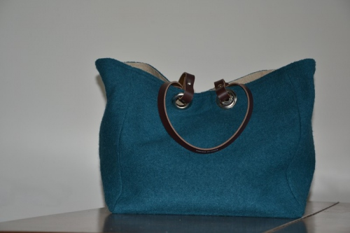 Mid-size carrier bag  leather handles, duck blue boiled wool