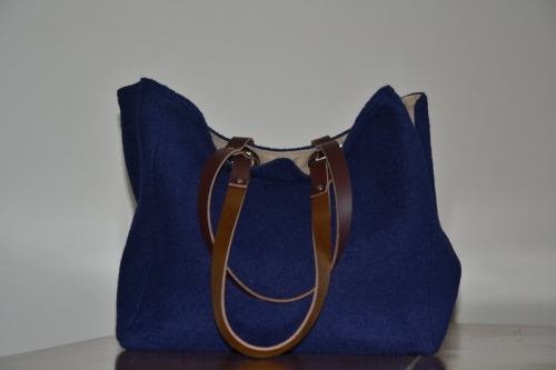 Mid-size carrier bag  leather handles, navy blue boiled wool