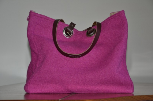 Mid-size carrier bag  leather handles, strawberry boiled wool