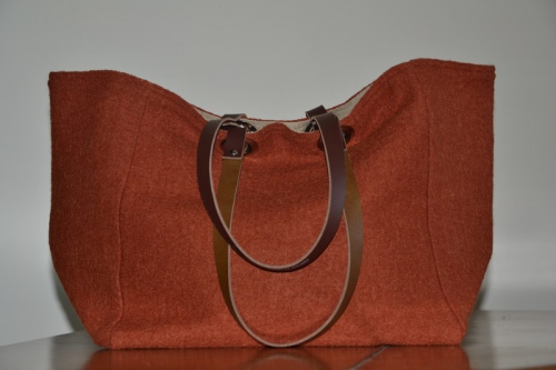 Mid-size carrier bag  leather handles, orange boiled wool
