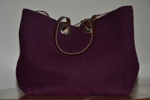 Mid-size carrier bag  leather handles, plum color boiled wool