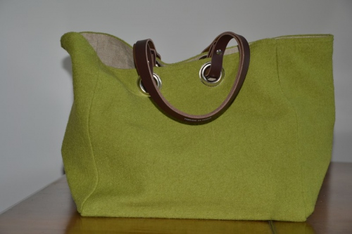 Mid-size carrier bag  leather handles, green boiled wool