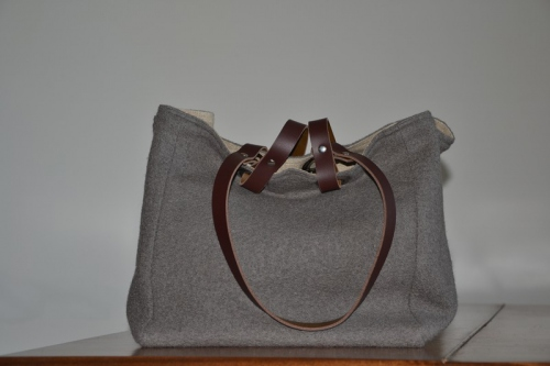 Small-size carrier bag  leather handles, grey boiled wool