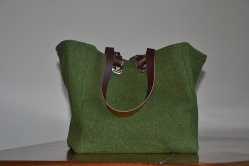 Small-size carrier bag  leather handles, green boiled wool