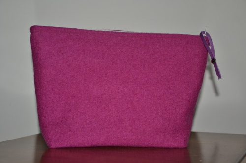 Mid-size strawberry boiled wool holdall pouche