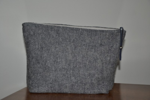 Mid-size grey boiled wool holdall pouche