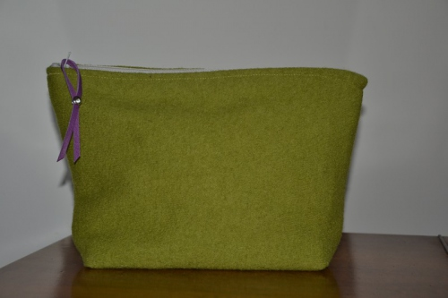 Mid-size green boiled wool holdall pouche