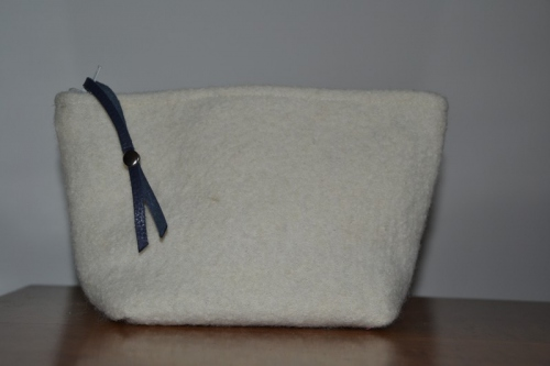 Small-size white boiled wool holdall pouche