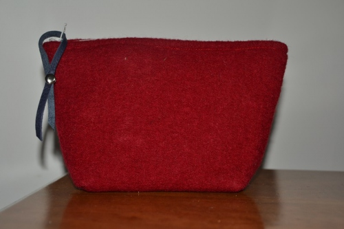 Small-size brick red boiled wool holdall pouche
