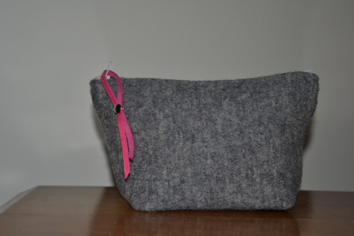 Small-size grey boiled wool holdall pouche