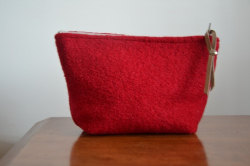 Small-size tomato red boiled wool holdall pouche