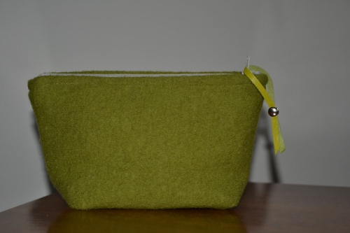 Small-size green boiled wool holdall pouche