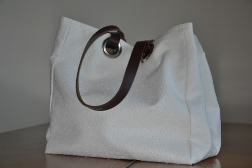 Small size carrier bag  leather handles, white ostrich