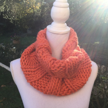 Col snood MILAN couleur orange tricoté à la main
