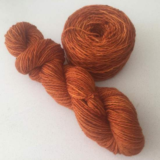 Laine tweed teinte à la main  couleur orange brûlée