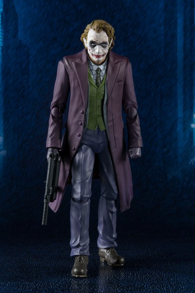 The Dark Knight SH. Figuarts Joker action figurine Bandai Batman