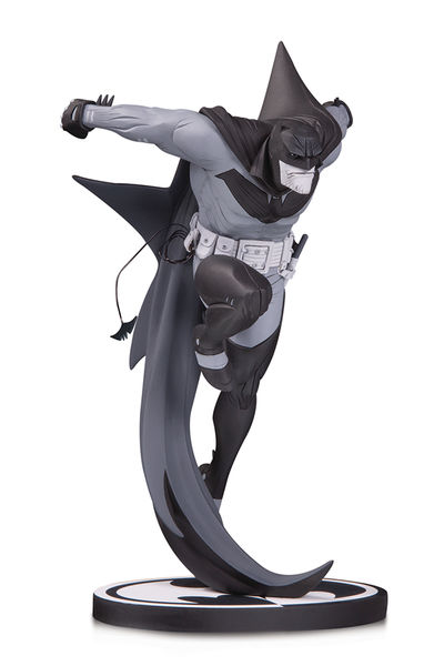 Batman Black & White statue White Knight Batman by Sean Murphy DC Collectibles