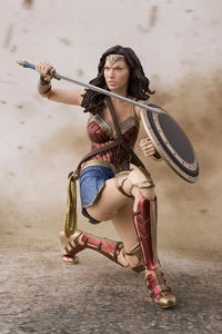 Justice League figurine S.H.Figuarts Wonder Woman Bandai