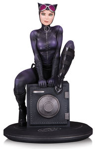 DC Cover Girls statue Catwoman by Joelle Jones DC Collectibles Batman