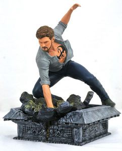The Defenders Marvel TV Gallery statue Iron Fist Diamond Select