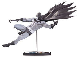 Batman Black & White statue Batman by Doug Mahnke DC Collectibles