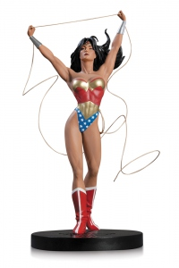 DC Comics Designer statue Wonder Woman by Adam Hughes DC Collectibles