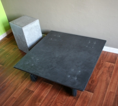 Table beton fonce