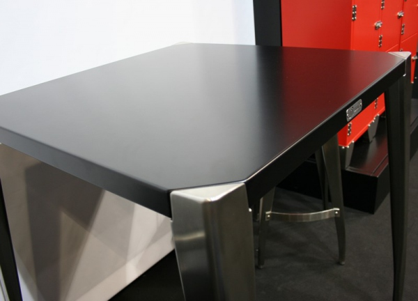 Table haute carrée