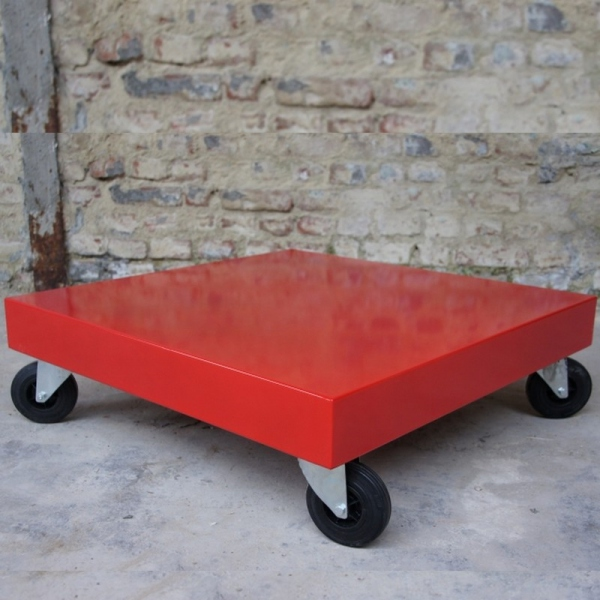 Table basse rouge
