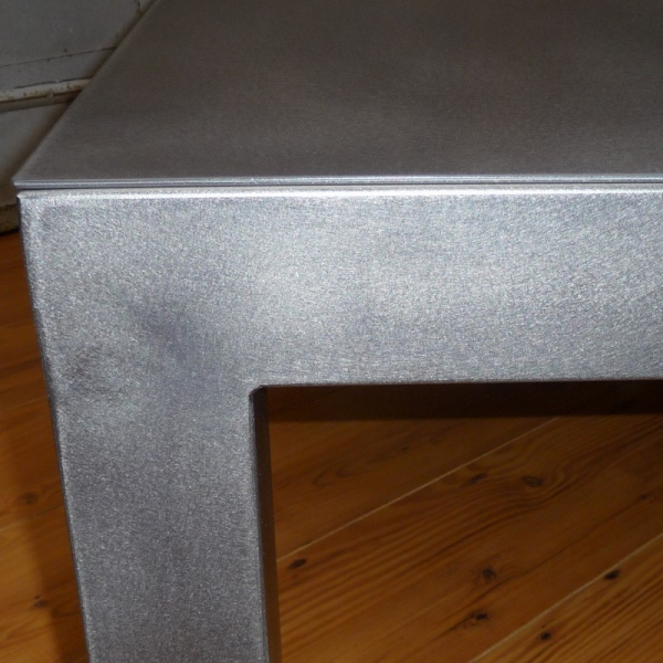 Table usine acier bross table basse design for Table basse style usine