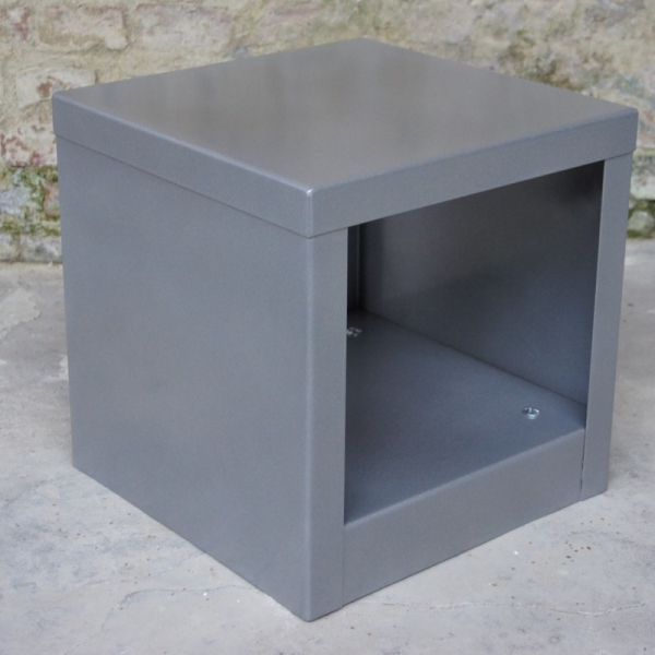 Table cube métal