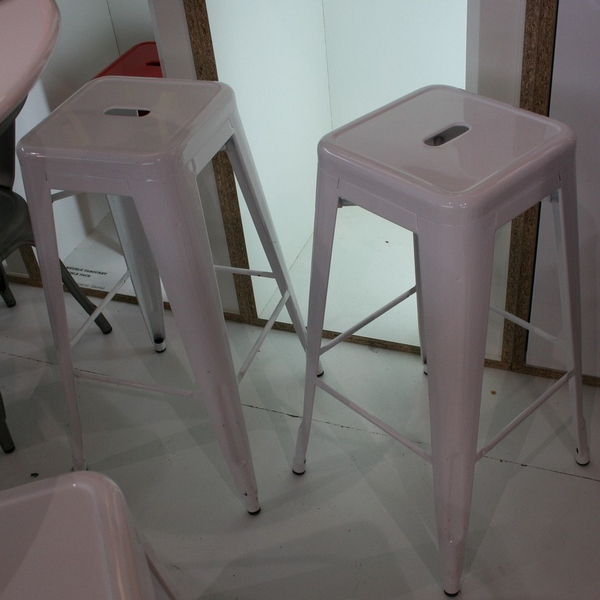 Lot 4 tabourets de bar Tolix blanc Tabouret design
