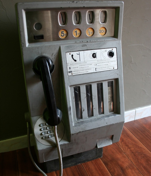 ancienne cabine telephone