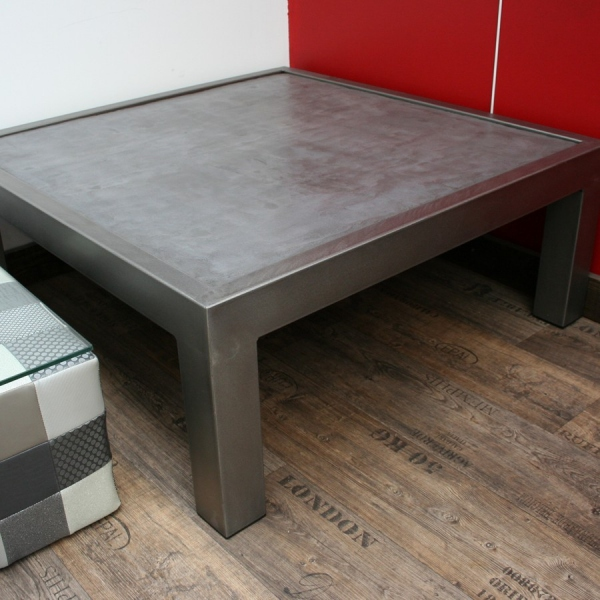 Table basse beton sur pied m tal table basse beton for Pieds de table basse design