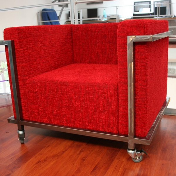 fauteuil nomade m tal rouge sur roulettes fauteuil design. Black Bedroom Furniture Sets. Home Design Ideas