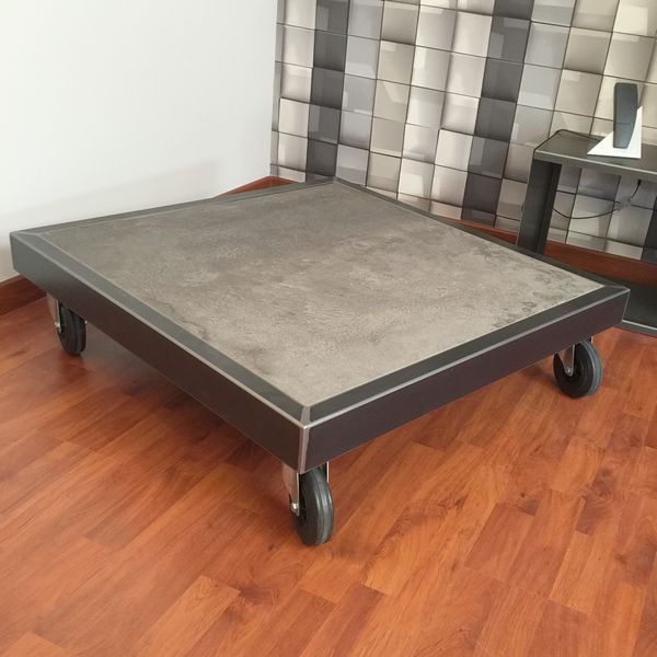 table basse ceramique design sur roulettes table basse