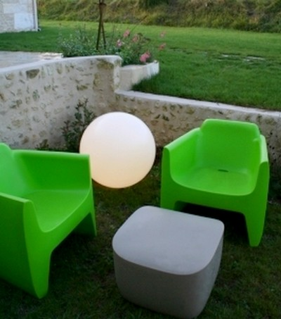 Lampe boule de jardin meuble design outdoor for Lampe jardin